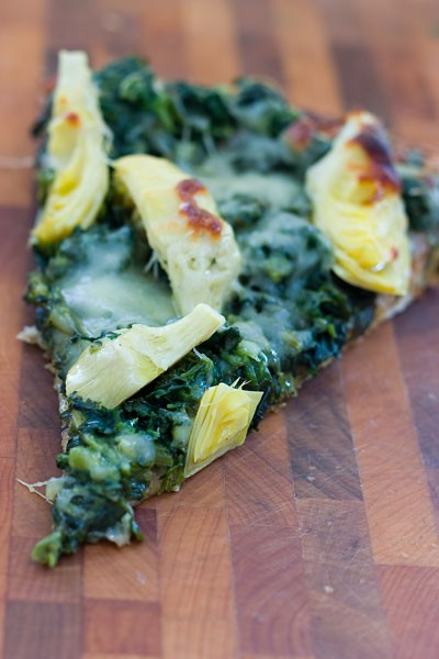Spinach Artichoke Pizza by EclecticRecipes.com #recipe