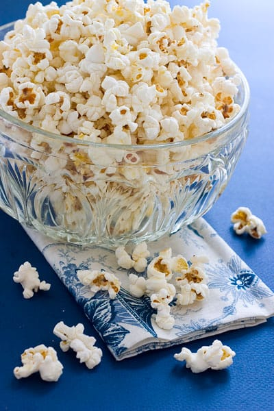 Old Fashioned Movie Theater Popcorn by EclecticRecipes.com #recipe