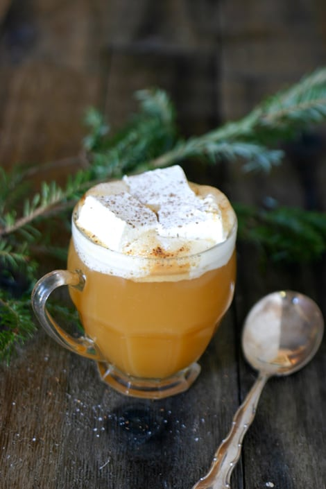 Warm Apple Cider with Honey Rum Marshmallows @EclecticEveryday