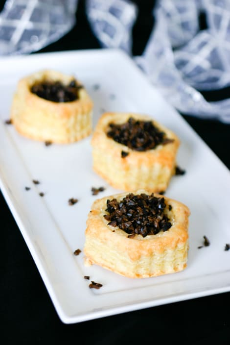 Baked Brie Appetizer with Olives @EclecticEveryday