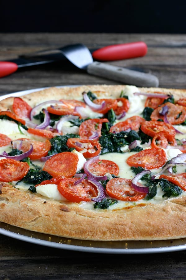 White Pizza with Spinach and Tomatoes by EclecticRecipes.com #recipe