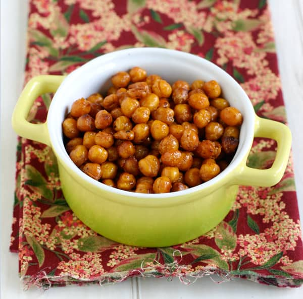 Spicy Roasted Chipotle Chickpeas @EclecticEveryday