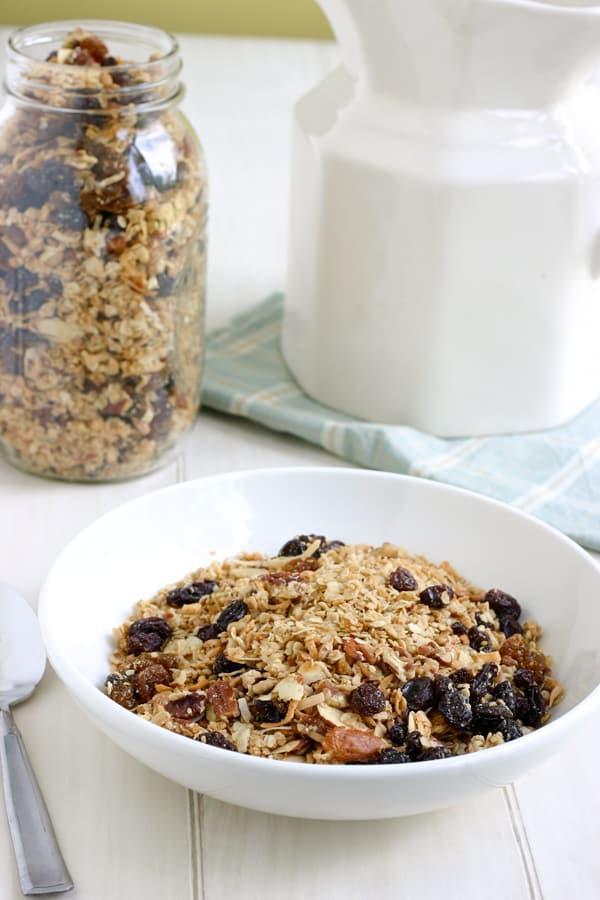 Homemade Granola Recipe by EclecticRecipes.com #recipe