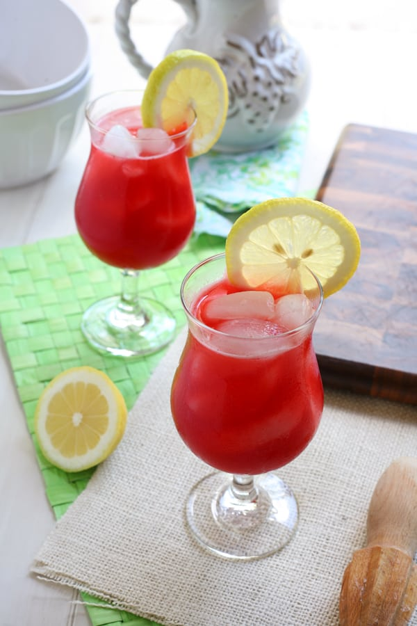 Easy Raspberry Lemonade by EclecticRecipes.com #recipe