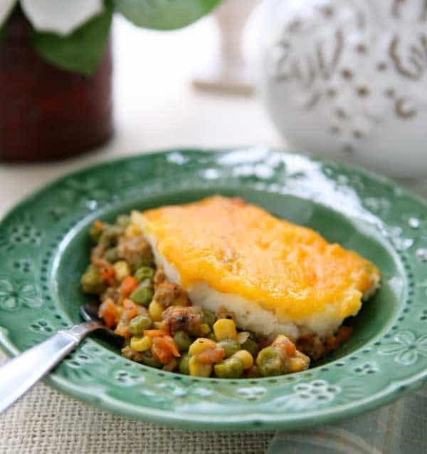Easy Shepherds Pie Recipe by EclecticRecipes.com #recipe