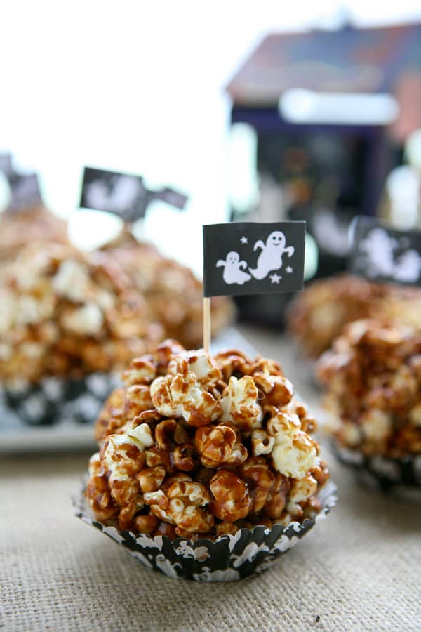 Nutella Popcorn Balls by EclecticRecipes.com #recipe