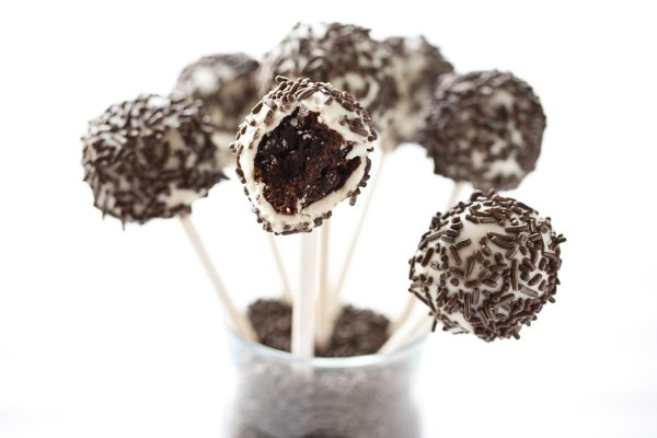 Black and White Brownie Pops by EclecticRecipes.com #recipe