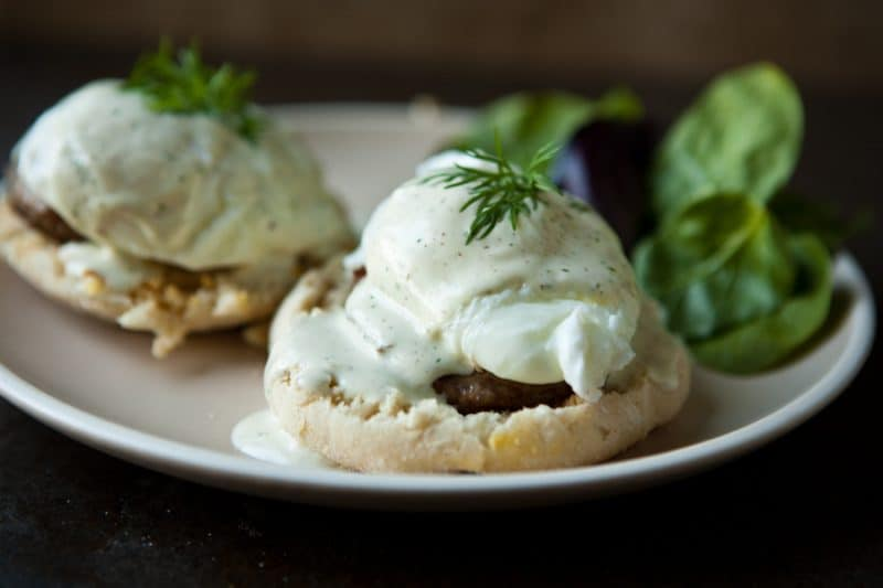 eclectic recipes sausage and eggs benedict with mock hollandaise sausage and eggs benedict 900x600