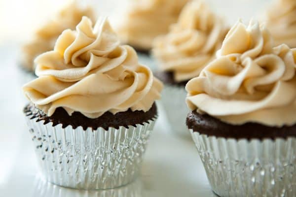 Chocolate Stout Cupcakes with Irish Cream Buttercream @EclecticEveryday