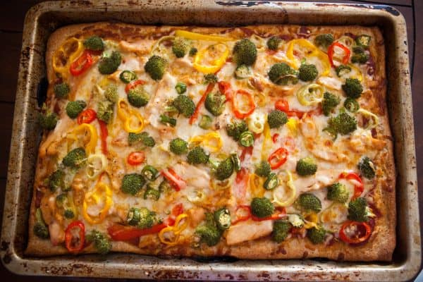 Eclectic Everyday » Grilled chicken, broccoli and Pepper pizza