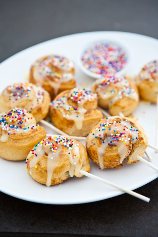Cinnamon Roll Pops by EclecticRecipes.com #recipe