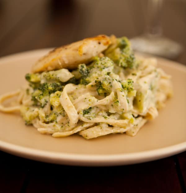 Greek Yogurt Chicken Broccoli Alfredo @EclecticEveryday