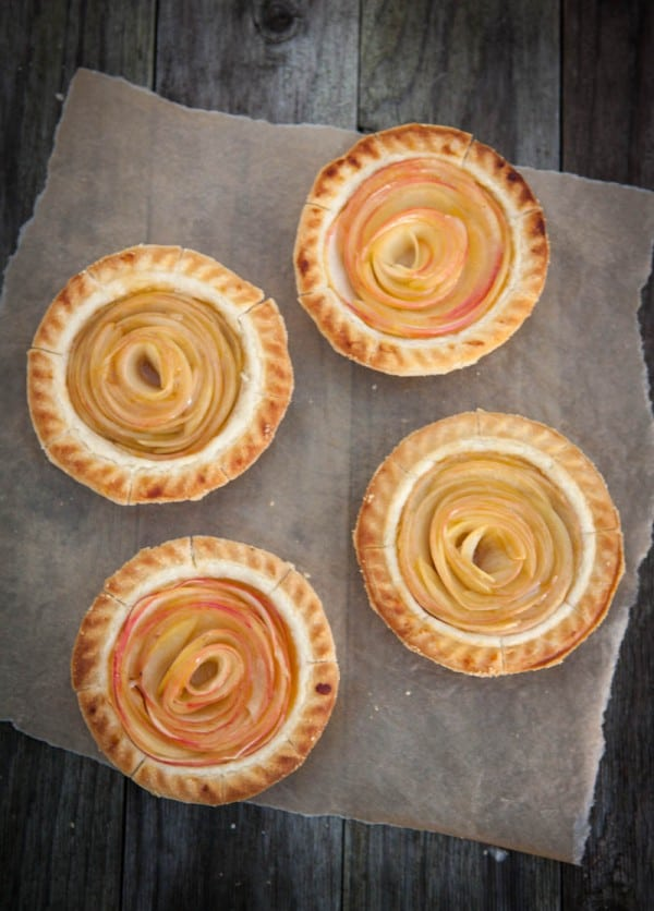 Rose Apple Mini Pies @EclecticEveryday