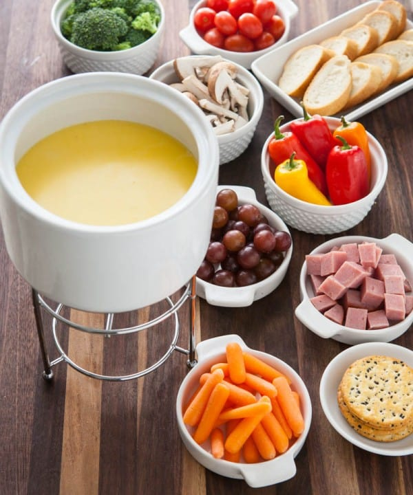 How to Do Fondue by EclecticRecipes.com #recipe