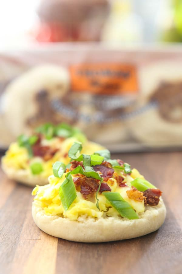 English Muffin Breakfast Pizzas @EclecticEveryday