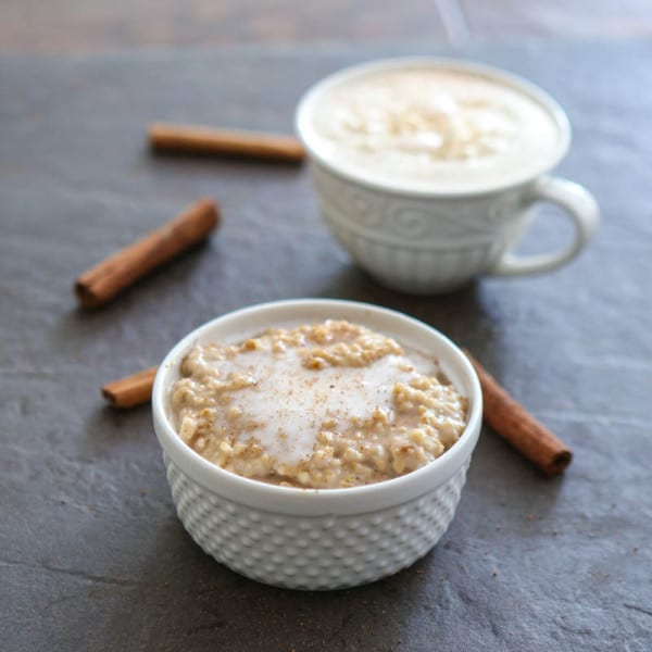 Cinnamon Roll Overnight Oatmeal with Cinnamon Cream Coffee @EclecticEveryday
