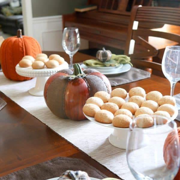 This Fall Brunch Tablescape is perfect for any fall get-together and Thanksgiving too!  Nancy's Pumpkin Petite Stuffed Bagels are the delicious centerpiece! #pumpkin #thanksgiving #dinner #brunch #tablescape #ViveLeBrunch