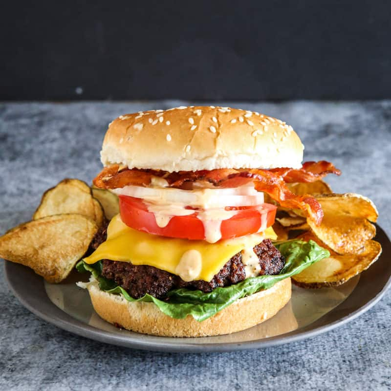 These Frank's RedHot Bacon Cheeseburgers are too good and so full of flavor! They are perfect for homegating ! #recipe #cheeseburgers #spicy #homegating #tailgating #footballfood