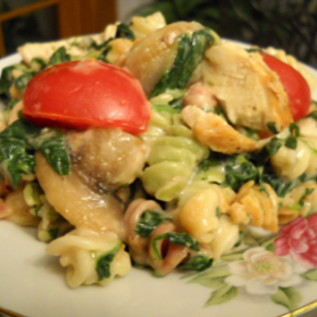 Spinach Chicken Cheesy Pasta @EclecticEveryday
