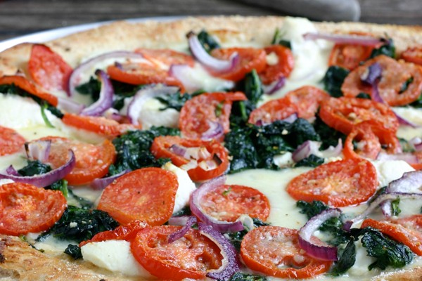 White Pizza with Spinach and Tomatoes Recipe