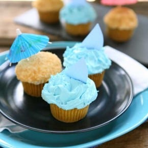 Sand and Sea Beach Cupcakes {Lemon Cupcakes with Buttercream Frosting} 1