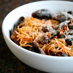 Spaghetti with Mussels and Red Wine Marinara Sauce