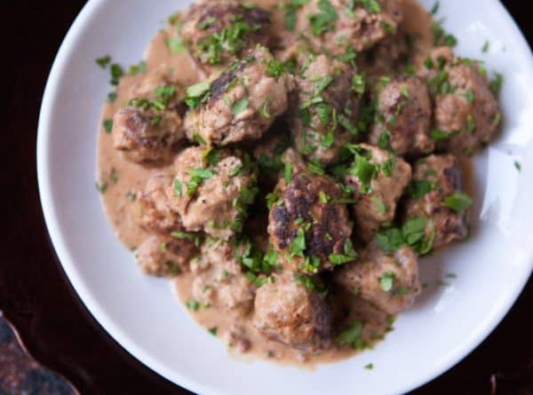 meatballs white plate