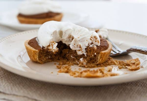 delicious Mini Gingerbread Cookie Pies with Spiced Cream