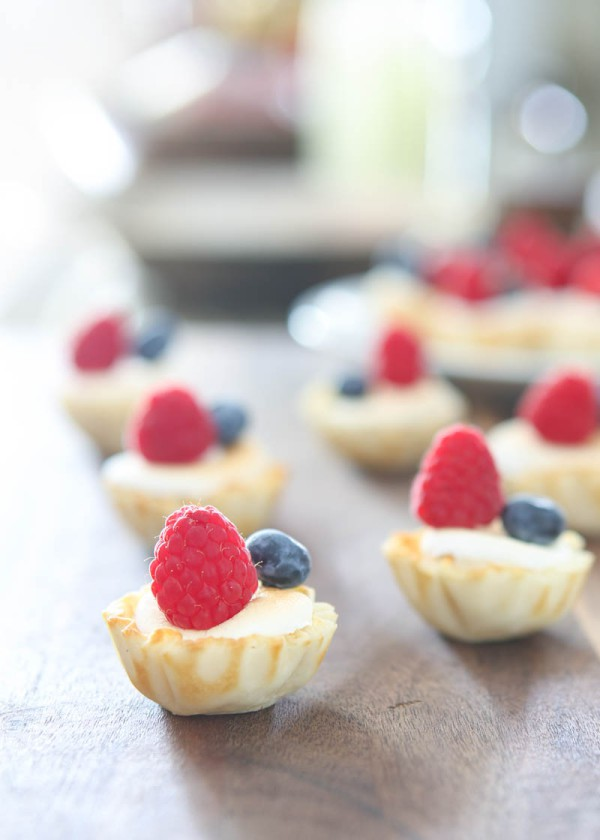 marshmallow and berry tarts brown background