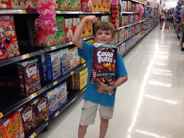 child holding cocoa puffs