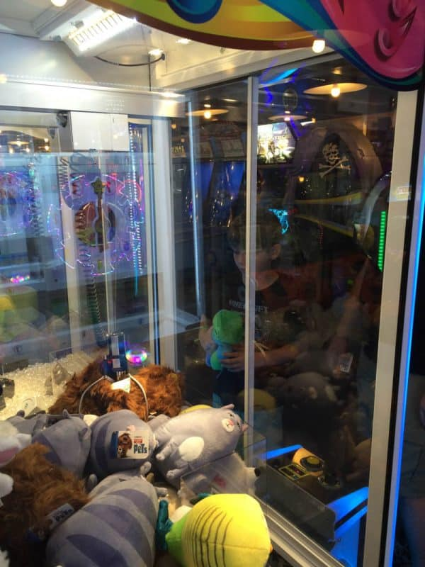 picture of claw machine