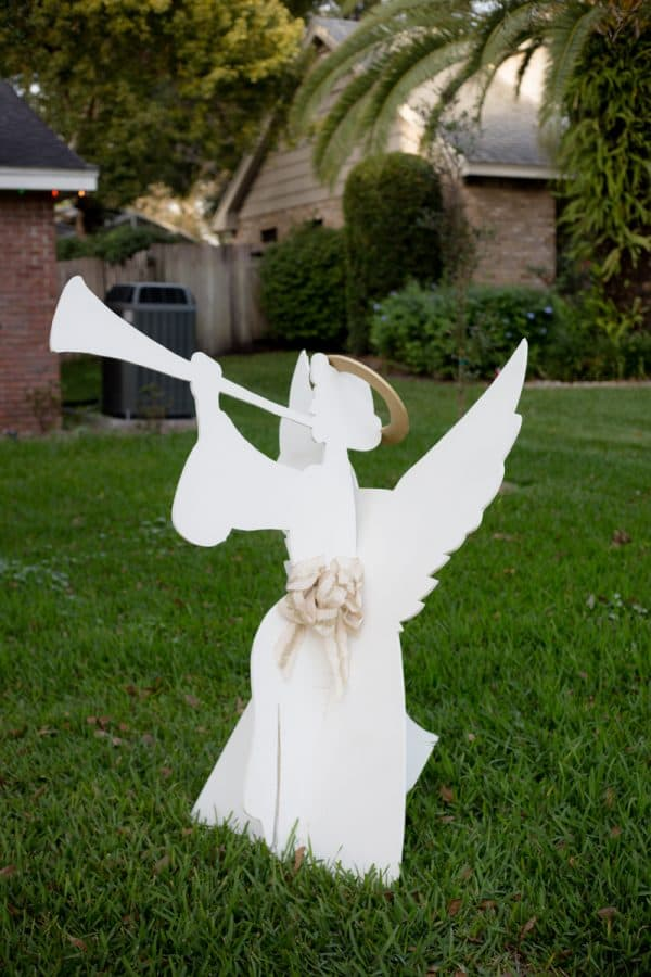 other angel blowing horn