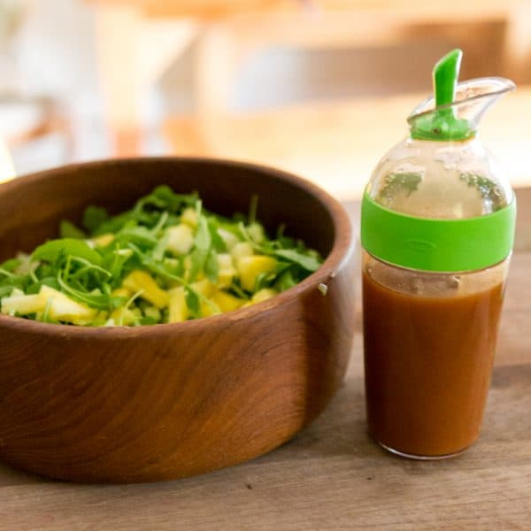 salad bowl with dressing container