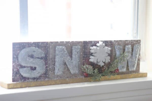 snow sign closeup