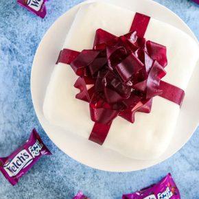 Birthday Bow Present Cake @EclecticEveryday