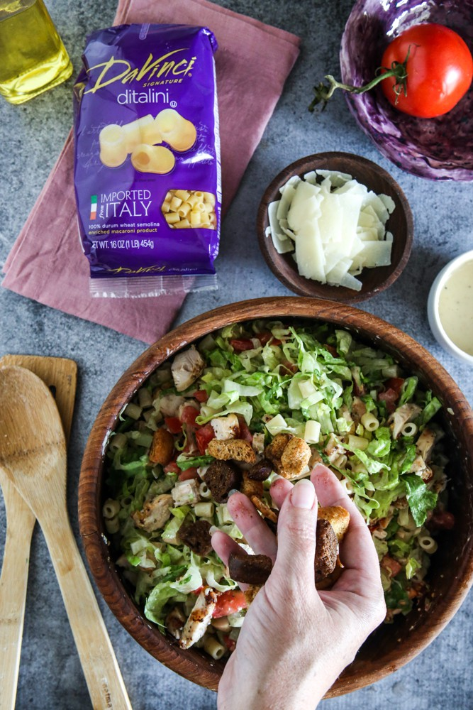 putting croutons in mixed salad