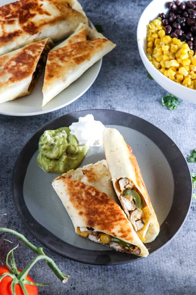 chicken wraps with guacamole and sour cream