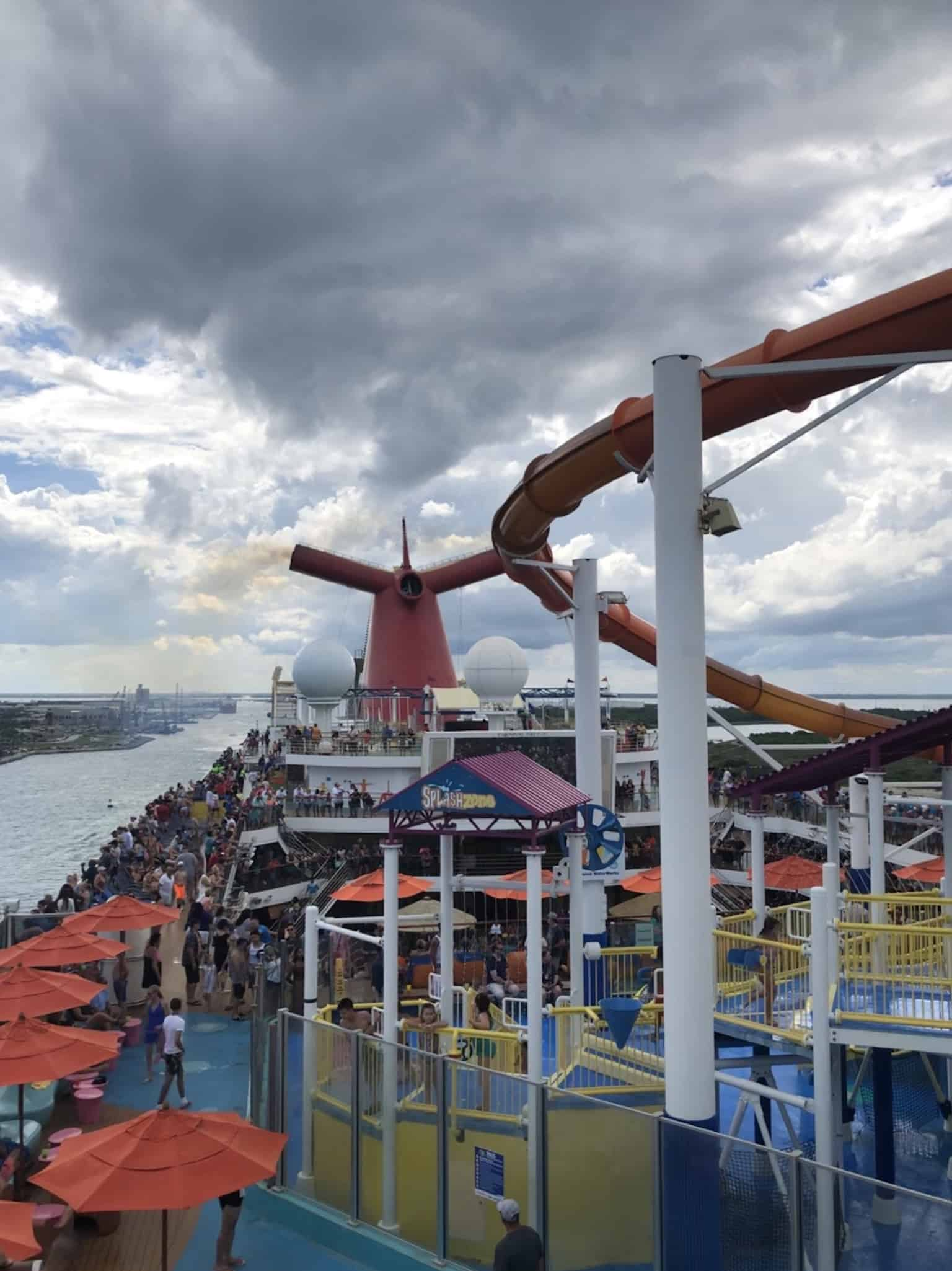 picture of the lido deck