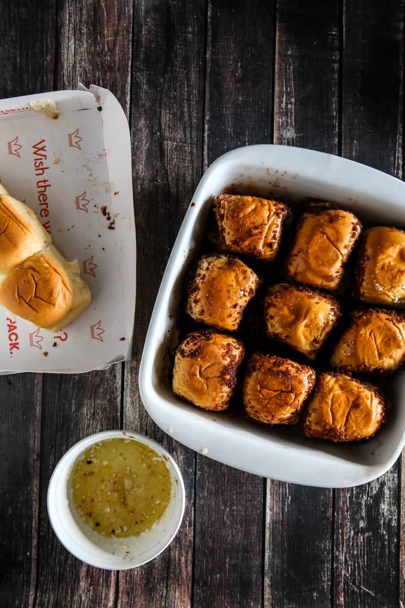 nine kings hawaiian rolls coated in cinnamon and sugar in pan